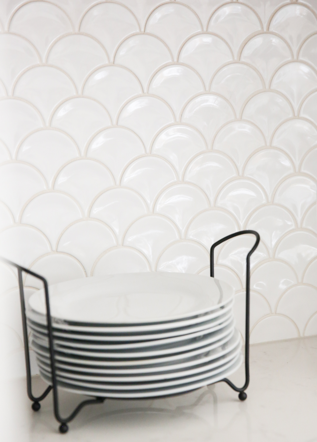 scalloped tile backsplash